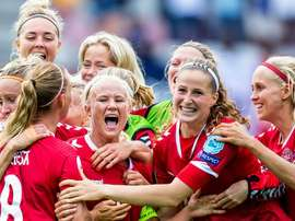 The Danish men's side has offered to pay the Women's side £60,000 a year. EFE