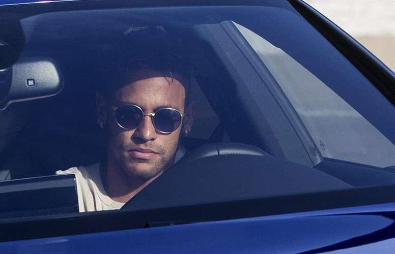 La prensa de Barcelona no ve cercano el fichaje de Neymar. EFE