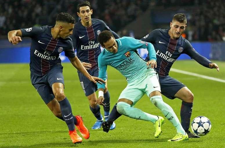 Sigue la disputa entre el PSG y el Barcelona. AFP