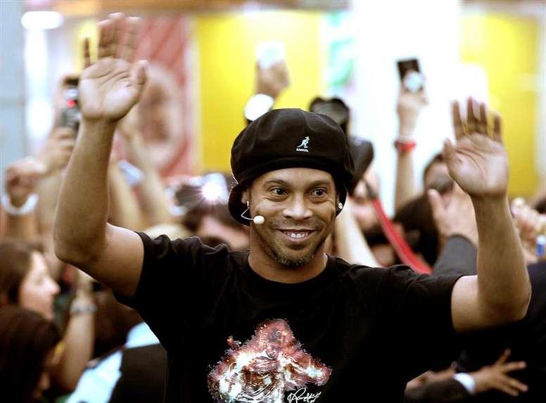 Ronaldinho deverá estar presente na partida disputada em Moçambique. EFE