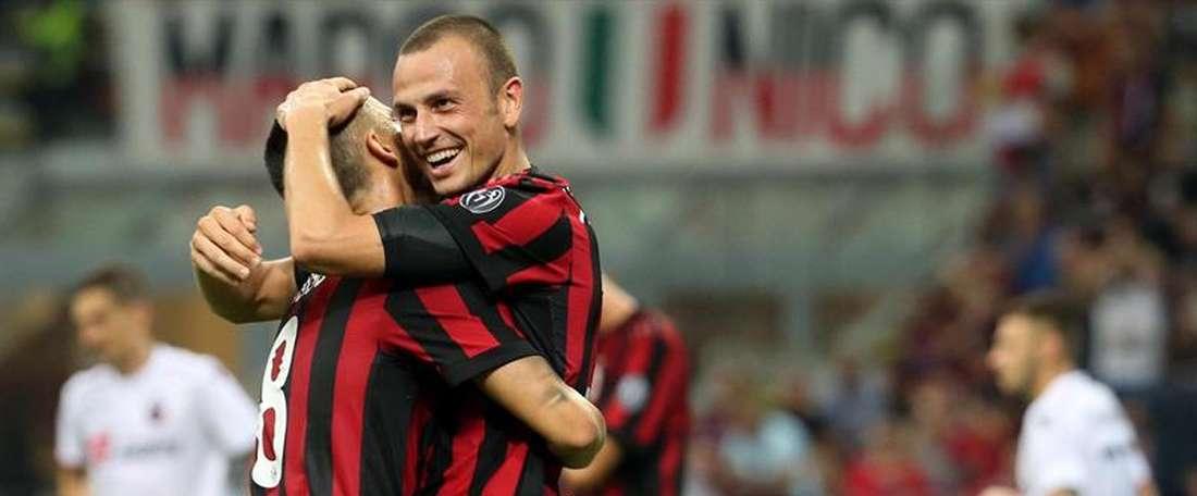 O Milan bateu o Cagliari por 2-1. EFE