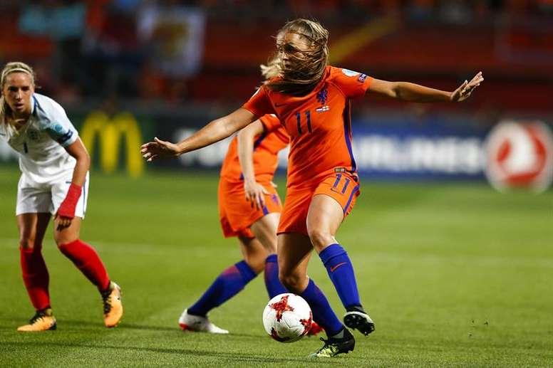La FIFA probará este martes el VAR por primera en el fútbol femenino. EFE