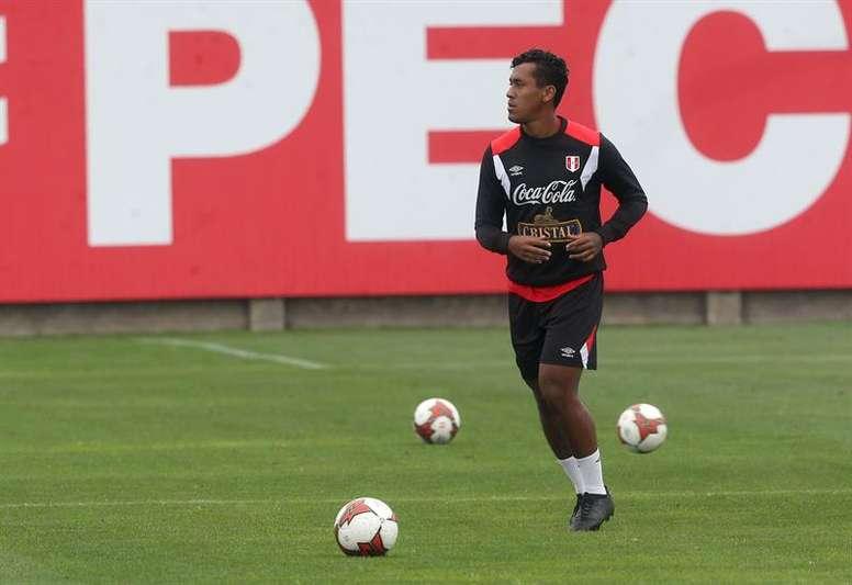 Tapia confirmó que el Feyenoord no le renovará. EFE