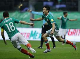 L'attaquant mexicain recommande Pizarro au PSV. EFE