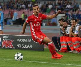 Alex Grimaldo has emerged as one of Europe's most exciting defenders. EFE/Archivo