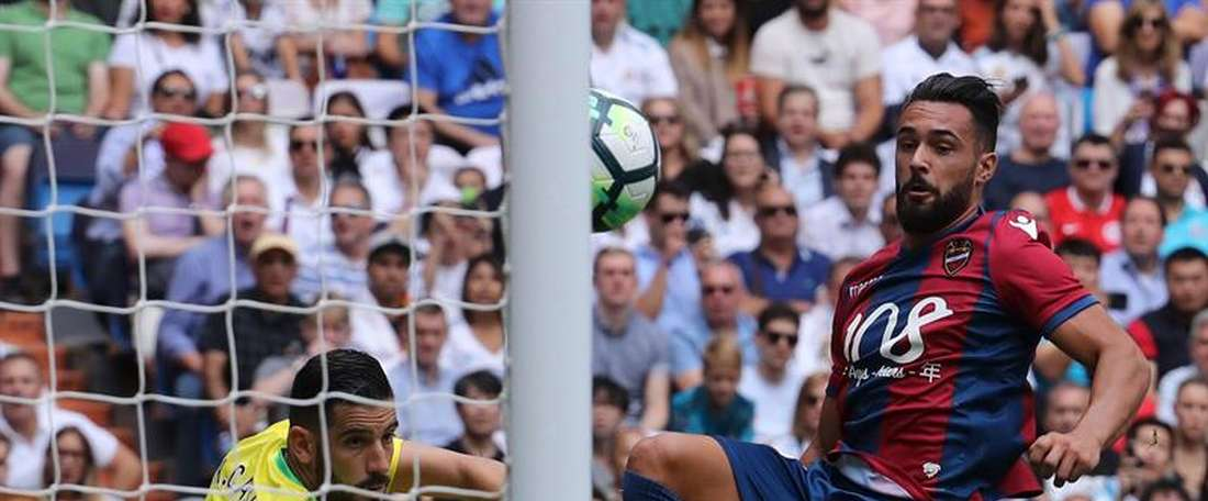 Ivi stabs home past Casilla to give Levante a shock lead. EFE