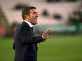 Carrión felicitó a sus jugadores por el partido. EFE/Archivo