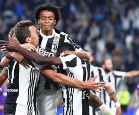 Cuadrado (C) is close to signing a new contract at Juventus. EFE
