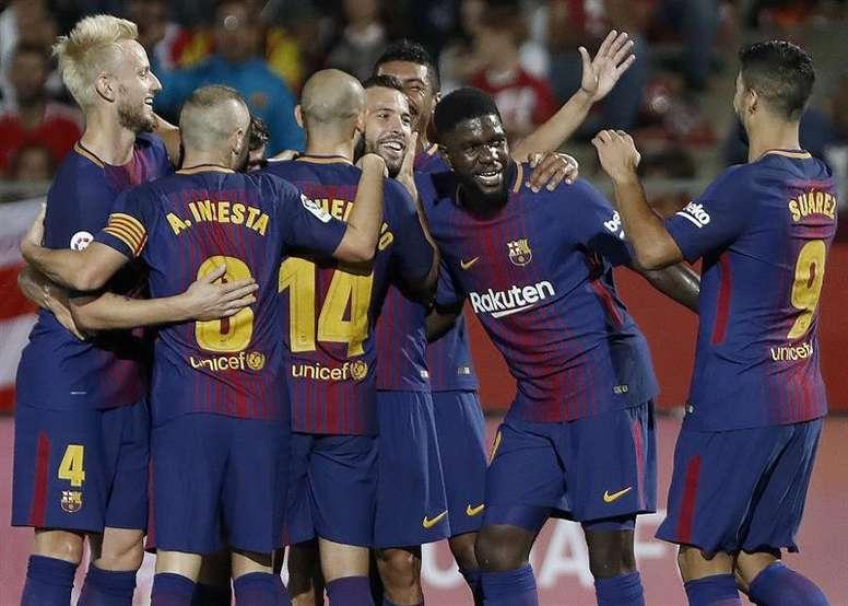 Digne no ha logrado encontrar su sitio en el Barça. AFP