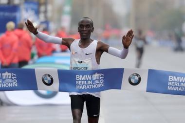 El keniano se proclama ganador en Berlín. EFE
