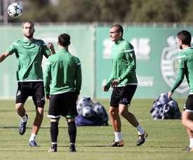 El Sporting de Lisboa quiere a Paulinho. EFE