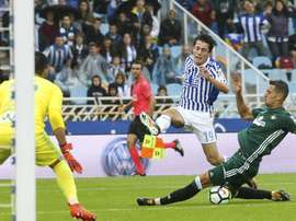 'Culés' e 'merengues' atentos a lateral da Real Sociedad. EFE