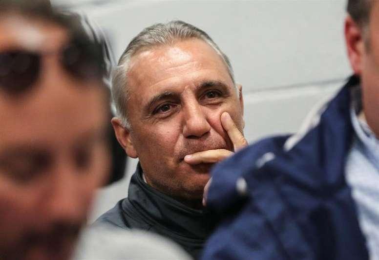 Stoichkov thinks Barca should win La Liga if the league cannot resume. EFE