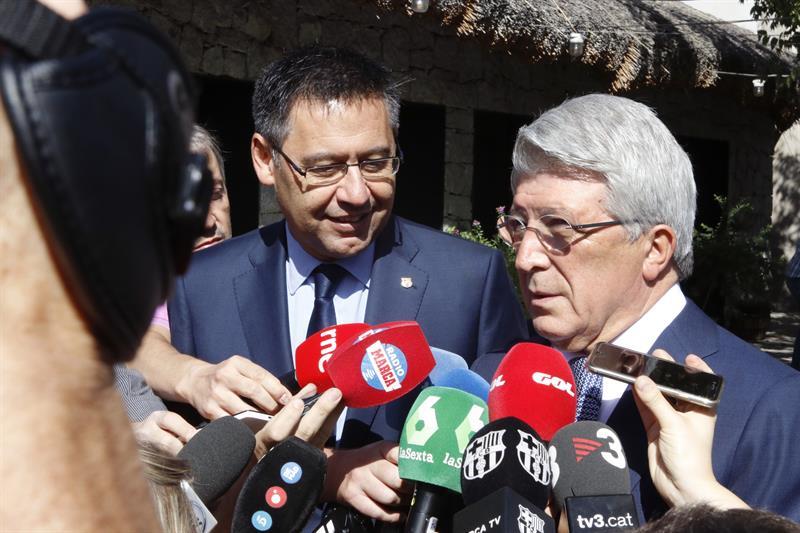 Enrique Cerezo y Bartomeu atienden a varios medios