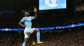Foi Raheem Sterling que abriu na contagem no Estádio Cidade de Manchester. EFE