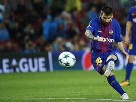 Messi anotó de falta ante el Alavés. EFE