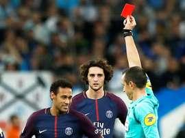 Neymar fue expulsado en el choque ante el Olympique de Marsella. EFE