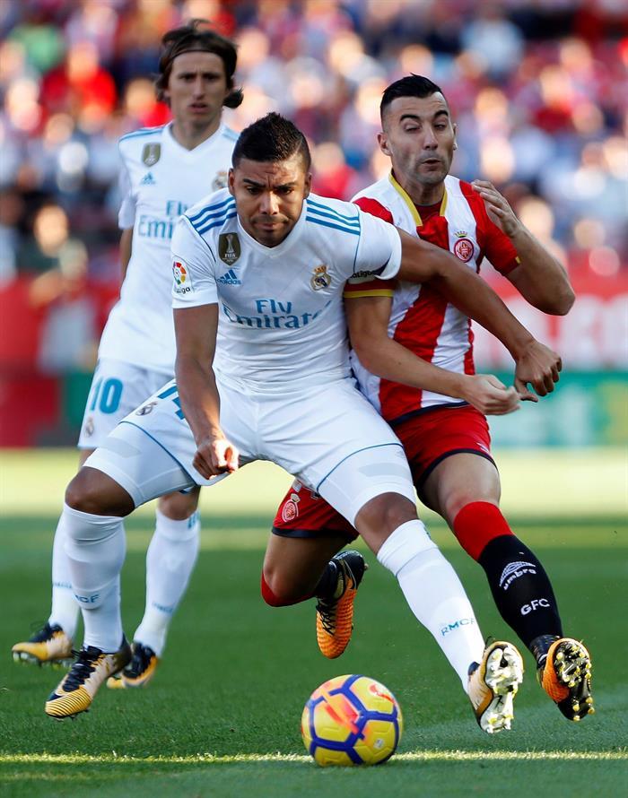 Los centrocampistas del equipo blanco fueron los grandes señalados de la derrota ante el Girona. EFE