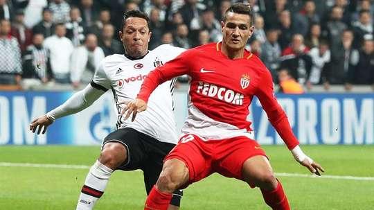 Adriano pode estar voltando ao Brasil. EFE
