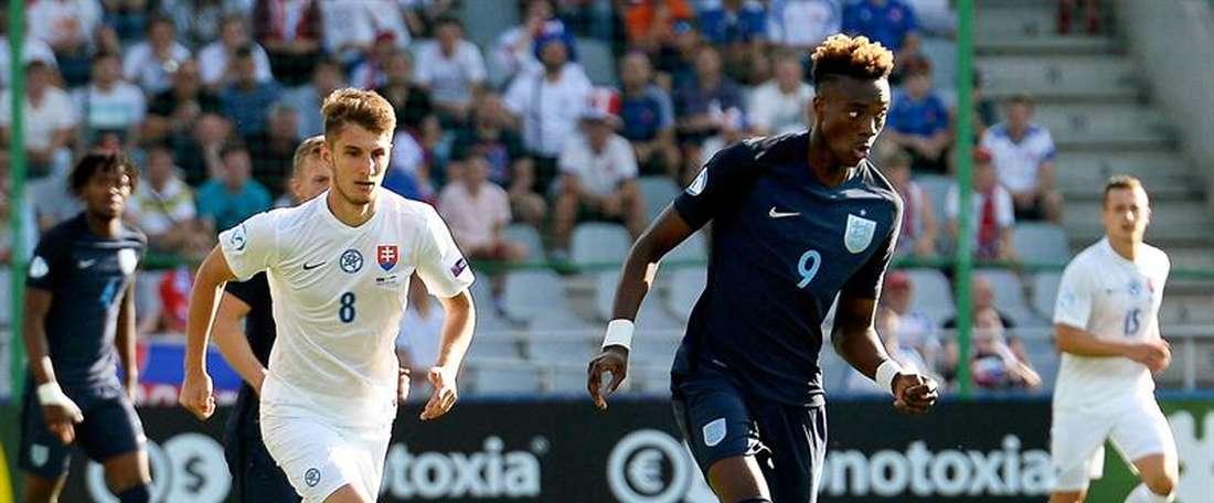 Abraham scored the winning goal for England. EFE/Archivo