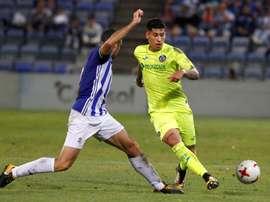 Mathias Olivera (d) anotó un gol vital para el Getafe. EFE/Archivo
