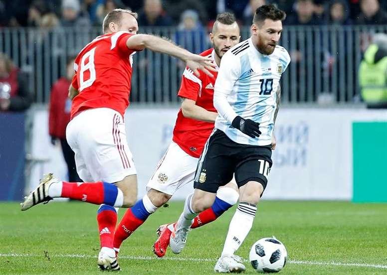 Para Pizarro, Messi es un grande también como compañero. EFE
