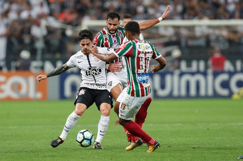 Siguiente Artículo Artículo previo Pin Fágner reemplazaría a Alves en el Mundial. EFEWhatsappTwitterFacebookComentarios 0