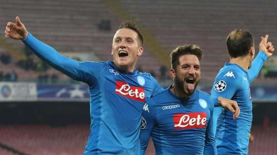 Zielinski celebrates with Mertens. EFE