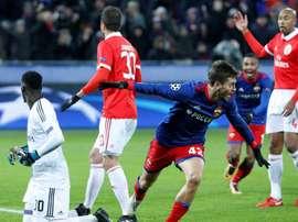 El primer gol vino precedido de un claro fuera de juego de Schennikov. AFP