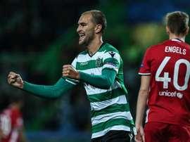 El Sporting sufrió, pero se clasificó. EFE
