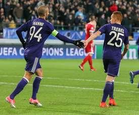 Jogadores do Anderlecht abrem mão do salário de abril. EFE