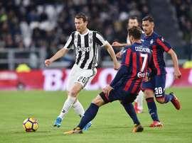 Le latéral suisse pourrait quitter la Juventus une fois son contrat achevé cet été. EFE