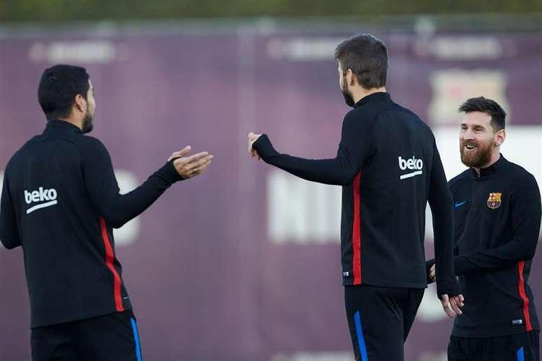 Messi, Suárez et Piqué se sont réunis dans le bus après la finale. EFE/Archive