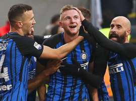 Milan Skriniar (C) is highly sought-after. EFE