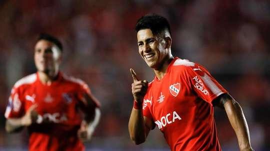 Independiente empató pese a disputar 79 minutos con un jugador menos. EFE