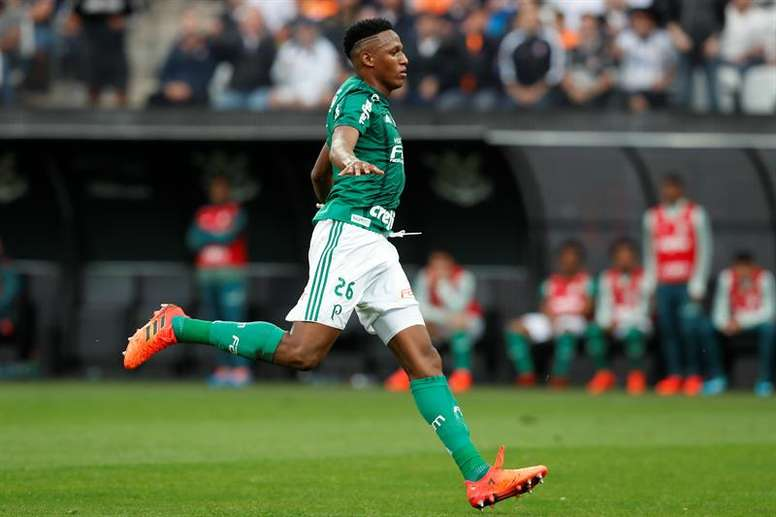 Yerry Mina está a um passo do Barça. EFE