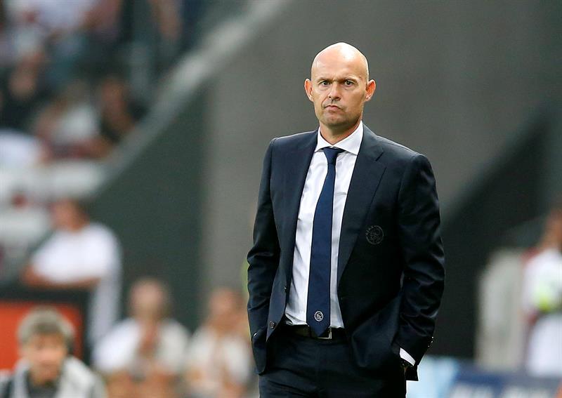 Bergkamp y miembros del cuerpo técnico son suspendidos — Ajax
