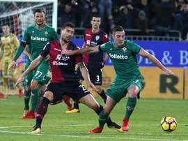 Ianis Hagi (d) ya probó fortuna en el 'Calcio' hace un tiempo, pero volvió a Rumanía.EFE/EPA/Archivo