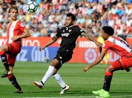 Walter Montoya habló en su puesta de largo con el Cruz Azul de sus problemas en Sevilla. EFE
