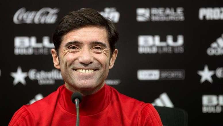 El técnico 'che' se mostró feliz en rueda de prensa. EFE