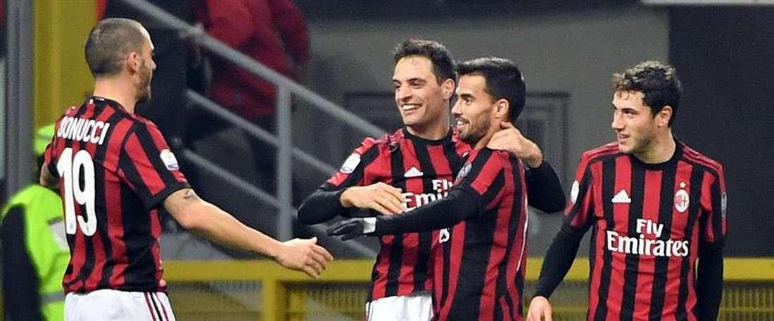 AC Milan venceu e subiu para o sétimo lugar, na Serie A. EFE