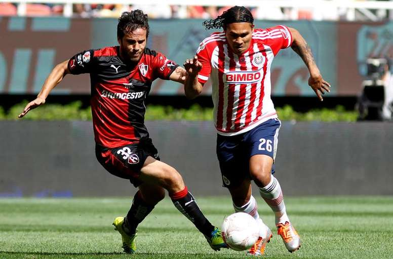 Carlos Peña quiere volver a jugar en la Liga MX. EFE