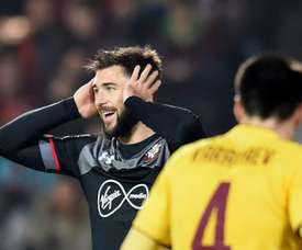 Charlie Austin labelled the officials 'a joke' as Southampton drew against Watford. EFE