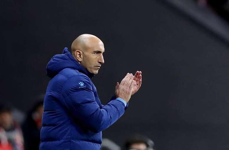 Abelardo mantiene su ilusión en la Copa, aunque se quiere centrar en la Liga. EFE