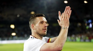 Il comptait faire du hockey, mais Podolski a un prétendant. EFE
