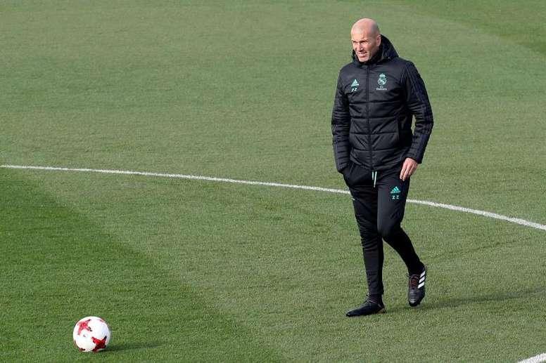 Zidane sólo introduciría una novedad. EFE