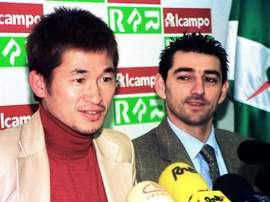 Kazu Miura ha renovado con su equipo con casi 51 años. EFE/Archivo