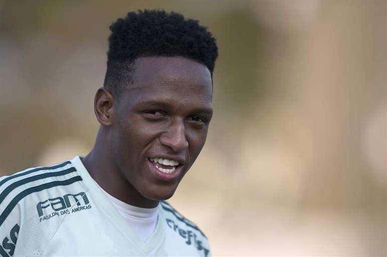 Yerry Mina assinou com o clube espanhol até 2023