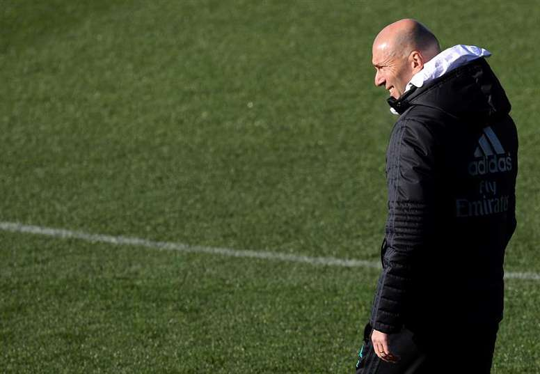 Zinedine Zidane dispone de una buena oportunidad para romper la mala racha en el Bernabéu. EFE