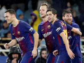 El Barça valora la llegada de un nuevo central. EFE